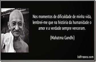 frase-nos-momentos-de-dificuldade-de-minha-vida-lembrei-me-que-na-historia-da-humanidade-o-amor-e-a-mahatma-gandhi-106575