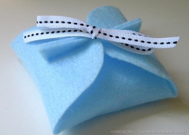 No Sew Felt Gift Box via homework | carolynshomework.com