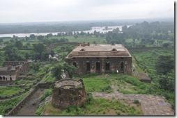 orchha 019 Jehangir Mahal- écurie à camélidés et reservoir d'eau