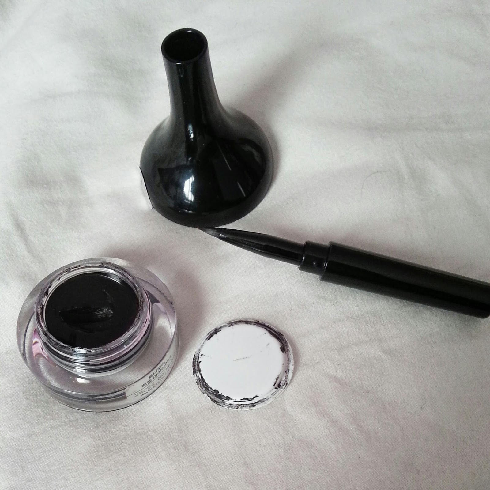gemsescape: Tony Moly Backstage Gel Eyeliner Review