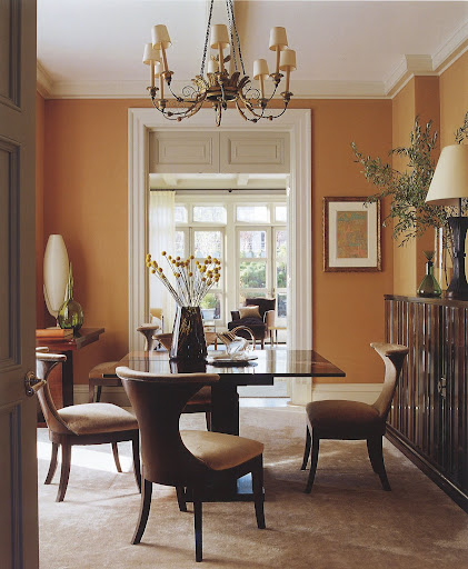 This room has such a warm palette and great accessories.