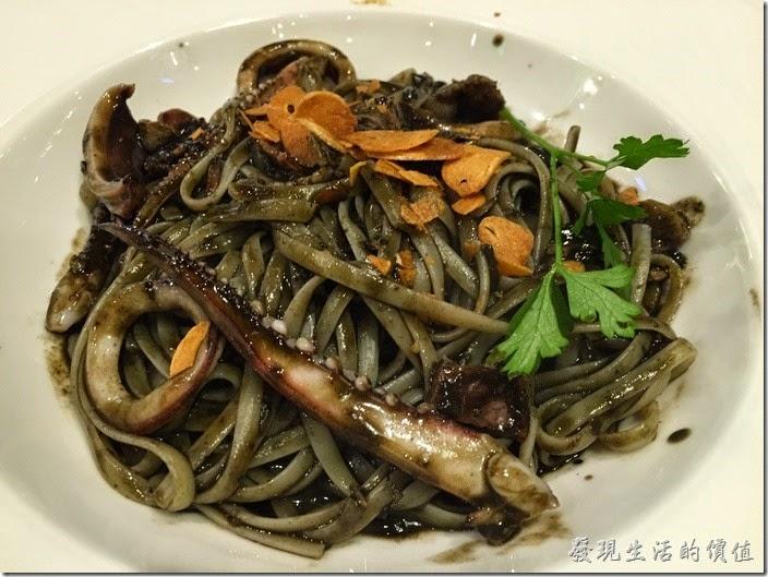 台北南港-古拉爵。烏賊墨扁麵,NT$170。我個人是不太喜歡吃黑黑的墨魚汁啦,聽同事說還不錯吃就是了。