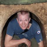 Morten i Cu chi tunellerne som man levede i under krigen. Ikke særligt høje, kan man se!