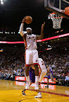 lebron james nba 121105 mia vs phx 10 King James wears 5 Colorways of Nike LeBron X in 6 Games