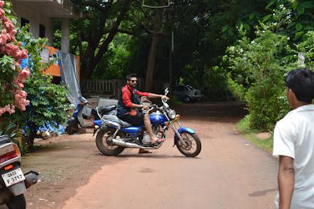 Imagini India: cu motocicleta prin Goa