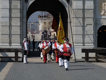 Things to see in Alba Iulia: Changing guards ceremony of Alba Iulia