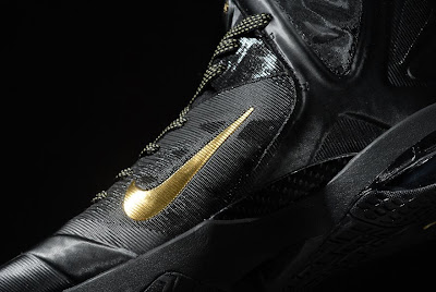 nike lebron 9 ps elite black gold away 11 02 kenlu LeBron 9 P.S. Elite White/Gold (Home) & Black/Gold (Away)
