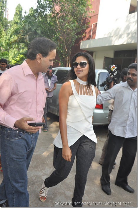 amala_Paul_new_look_stills
