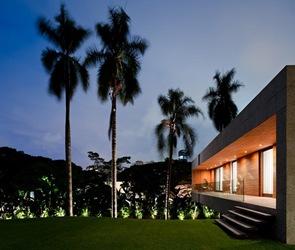 casa moderna y sostenible con la naturaleza