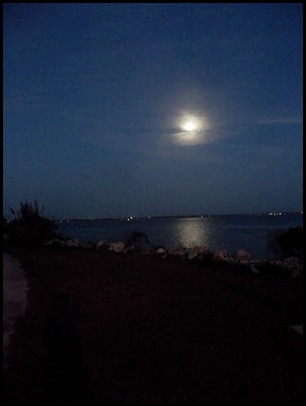 Wednesday sunrise, full moon and beach 001