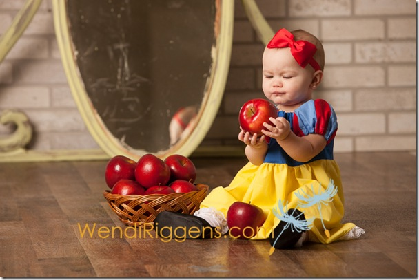 snow-white-once-upon-a-time-fairy-tale-photo-session-wendi-riggens-photography-13