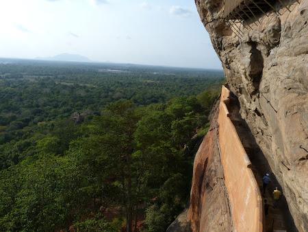 Imagini Sri Lanka: drum prin stanca