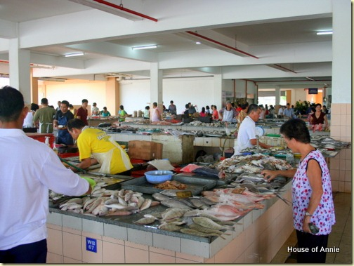 Fish vendors at Stutong Market