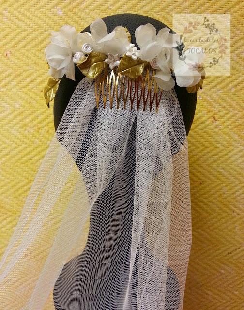 tocado de porcelana y seda natural para novia vintage, totalmente artesanal con flores y hojas