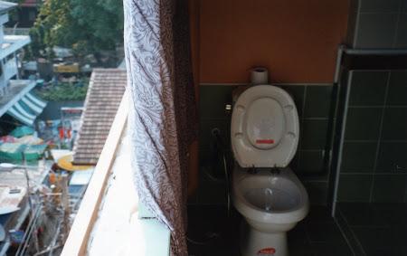 Cazare Thailanda: Wc in balcon la Hotel Wild Orchid