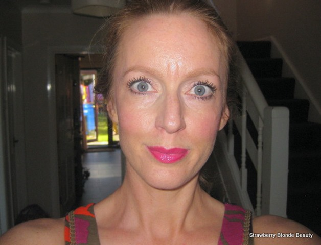 SheerCover-Lash-extending-fibres-Extra-lengthening-mascara-applied