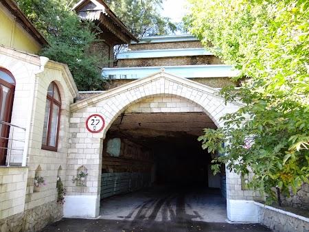 Drumul vinului Basarabia:  Intrarea in orasul subteran Milestii Mici