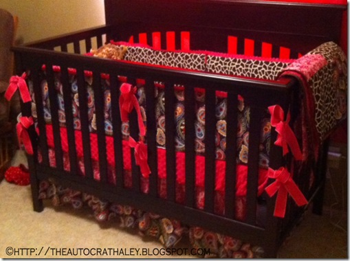 GIRAFFE AND PAISLEY CRIB SET (10)