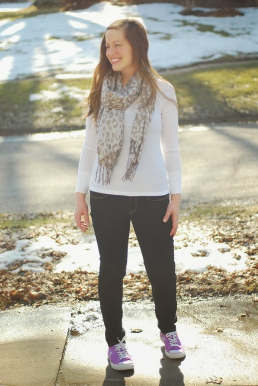 leopard scarf, jeans, converse
