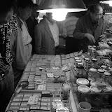Shanghai - Pets market - Autour de l'étal à criquets