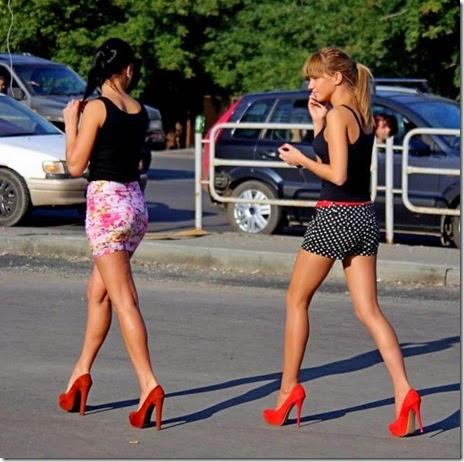 women-street-walkers-018