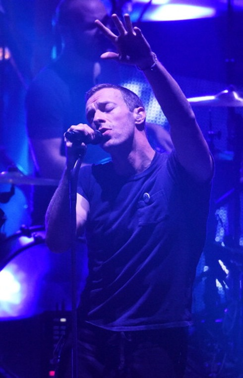 450602040-chris-martin-of-coldplay-performs-on-stage-gettyimages