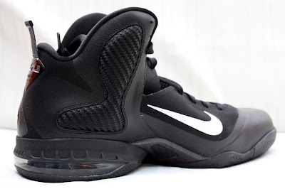 nike lebron 9 pe black white 1 05 PE Spotlight // Nike LeBron 9 Triple Black with White Swoosh