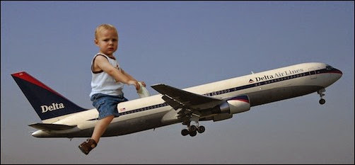 طفل وطائرة