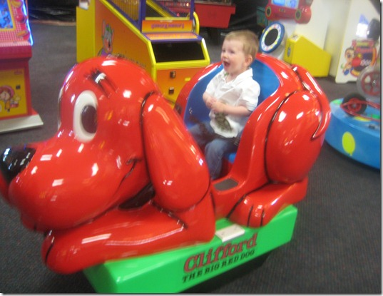 Clifford The Big Red Dog Kiddie Ride