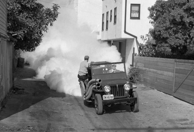 A crew sprays a solution containing DDT in an alley in Santa Monica in 1948. Photo: Los Angeles Times Archive
