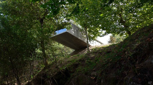 house in geres by graca correia and roberto ragazzi 9