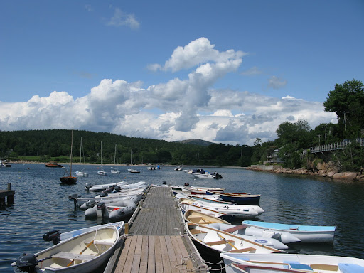 The dinghies are all lined up and ready.  Let's go!