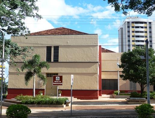 1 - Glória Ishizaka - Marília - museu de paleontologia 2