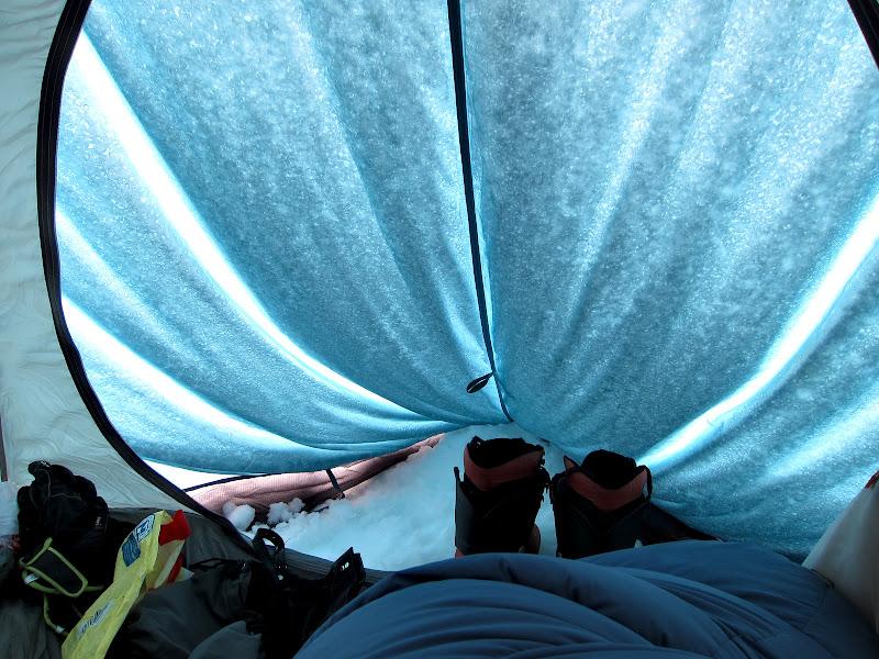 Privelistea din gura cortului.