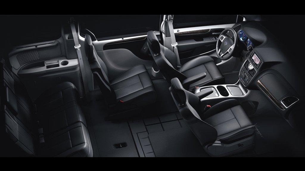2012-Lancia-Voyager-Interior-2.jpg?imgmax=1800