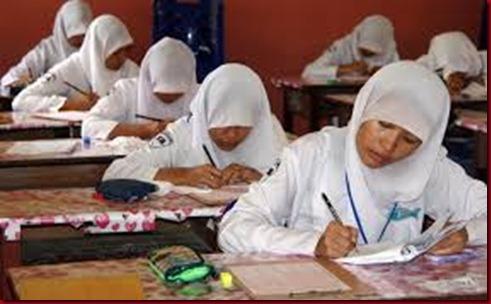 UN Ujian Nasional Paksa Siswanya Menginap Di Sekolah