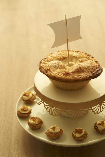 Our sail clip art added a fun touch to this pie. Get it here: http://www.marthastewart.com/951490/darcy-millers-thanksgiving-ideas.