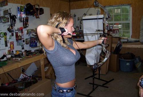 gatas armadas mulheres lindas com armas sexys sensuais desbaratinando (42)