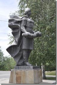 013-mamaiev kourgan-ange portant un bouquet de fleurs
