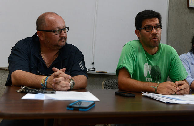 From left, Didiher Chacón of WIDECAST and Mauricio Álvarez of FECON present a series of eight complaints about violence against environmental activists in Costa Rica, 27 August 2013. Photo: Lindsay Fendt / The Tico Times