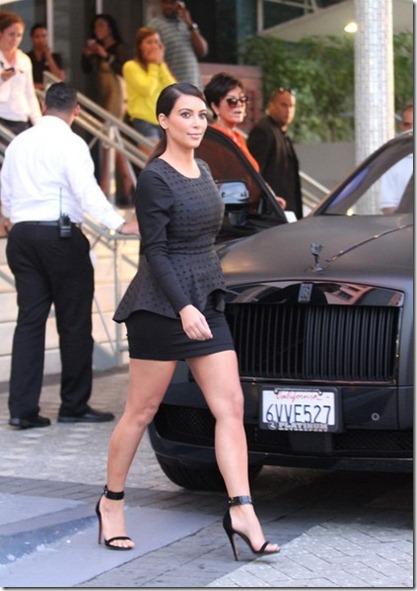 Kim Kardashian Kim Kardashian Leaves Hotel P7UwdenZ7Yvl