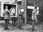 IJsdragers bezorgen ijs in de tijd dat de koelkast en vriezer nog niet zelf kou kunnen maken, jaren '30.