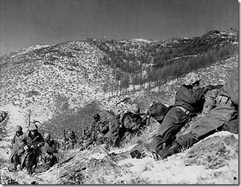 Marines_engage_during_the_Korean_War