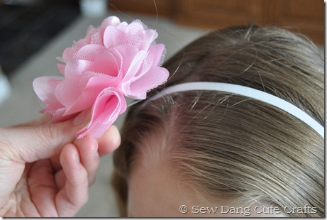 Clip-flower-on-elastic