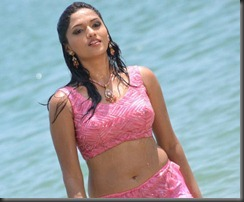 Actress Sunaina in Pandi Oli Perukki Nilayam Movie Stills