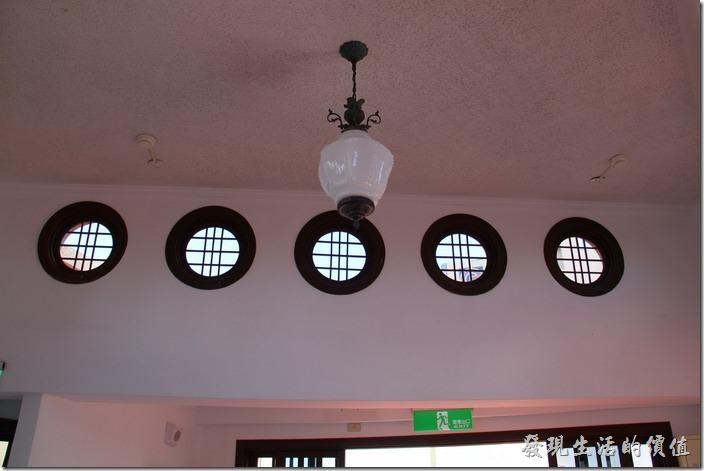 台南-林百貨。這裡採用圓形的窗戶。