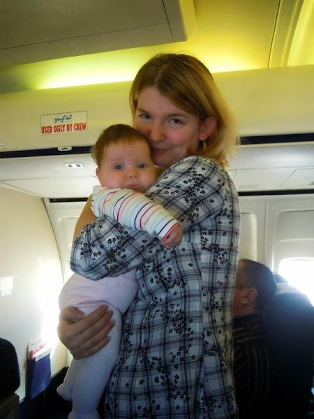 Adriana Cocic: Mini Calatorii in trei. Bebe in avion.