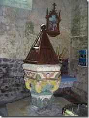 2012.07.14-007 fonds baptismaux dans l'église Saint-Martin