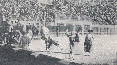Ovación a Guerrita en la 1ª de abono (1899) 001