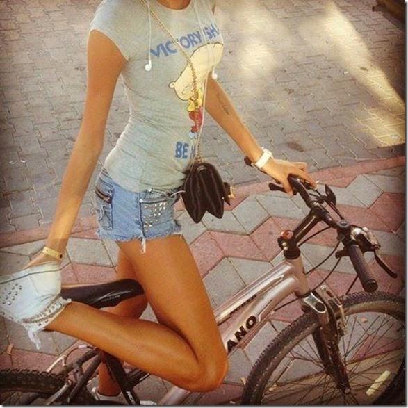 girls-riding-bicycles-036